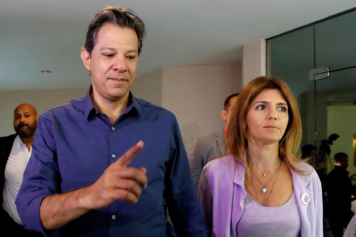 636763333286467011 - VEJA VÍDEO: Acompanhado da esposa, Haddad vota em escola de São Paulo