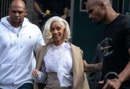 Rapper Cardi B se entrega à polícia de Nova York após queixa de agressão