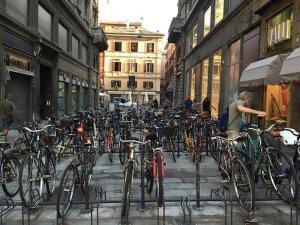 Bicicletas 300x225 - Cidade dá cerveja e sorvete para quem usa bicicletas e transporte público