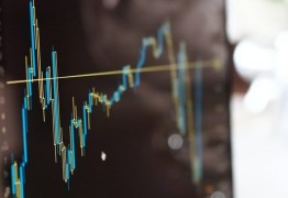 Bolsa de valores abre o pregão em alta e dólar cai para perto de R$ 3,60