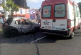Acidente entre carro e moto deixa dois mortos e um ferido, em João Pessoa