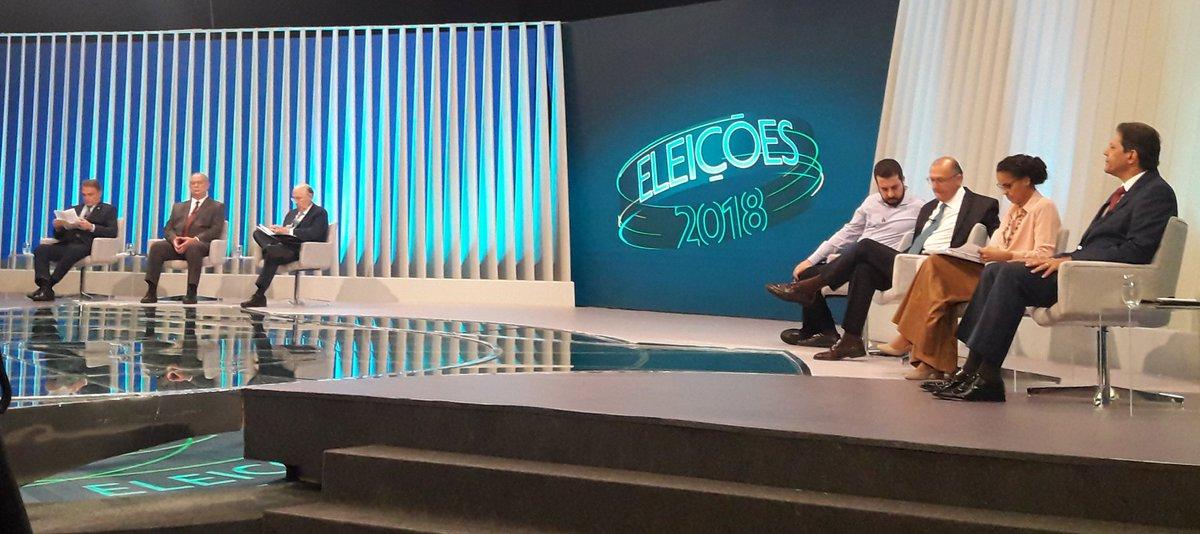 DotMfKAX4AAlWBv - ÚLTIMO DEBATE: Sete presidenciais debatem na TV Globo enquanto Bolsonaro esteve na TV Record
