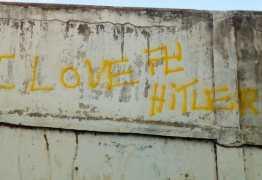 Muro de escola é pichado com símbolo nazista em Guarabira