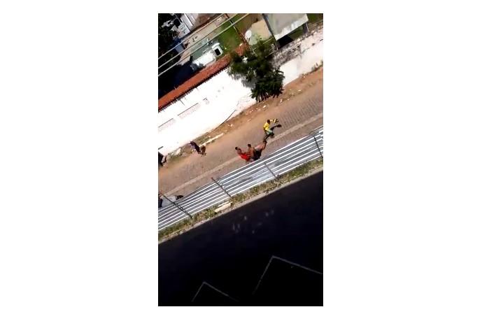 UntitledW - IMAGENS FORTES: Ex-presidiário é amarrado pelo pescoço, arrastado e morto a tiros durante assalto - VEJA VÍDEO