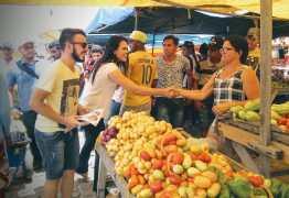 Rafaela Camaraense faz caminhada e panfletagem durante feira em Barra de Santa Rosa