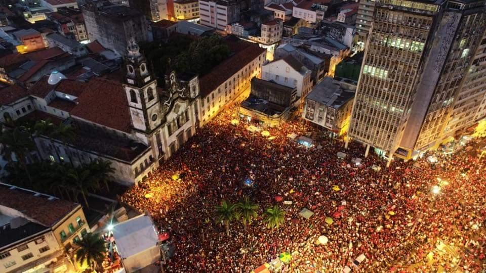 WhatsApp Image 2018 10 25 at 21.36.43 1 - Haddad reúne centenas de pessoas no Recife em último ato de rua da campanha - VEJA VÍDEO