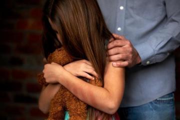 abuso sexual infantil mae e sempre responsabilizada quando o filho sofre violencia 1540244499110 v2 900x506 - FLAGRANTE: Mãe é presa suspeita de aliciar sexualmente as três filhas menores em troca de dinheiro