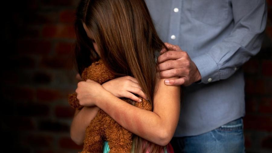 abuso sexual infantil mae e sempre responsabilizada quando o filho sofre violencia 1540244499110 v2 900x506 - Abuso sexual infantil: por que sempre culpam as mães pela violência?