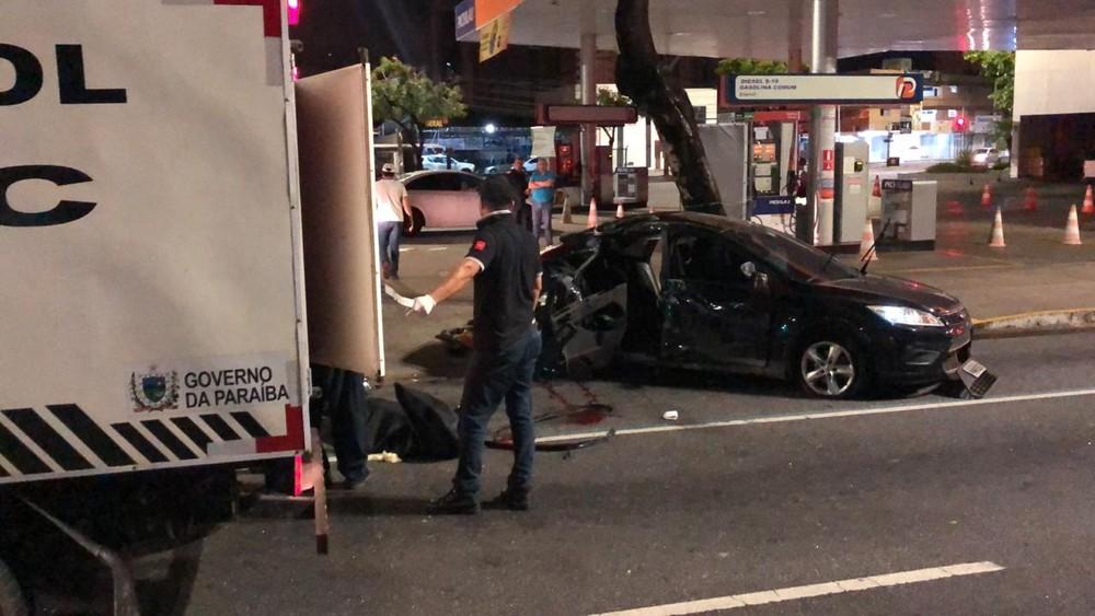 acidente epitacio pessoa morte - Carro com sete pessoas capota em avenida de João Pessoa e uma mulher morre após acidente