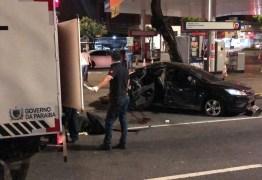 Carro com sete pessoas capota em avenida de João Pessoa e uma mulher morre após acidente