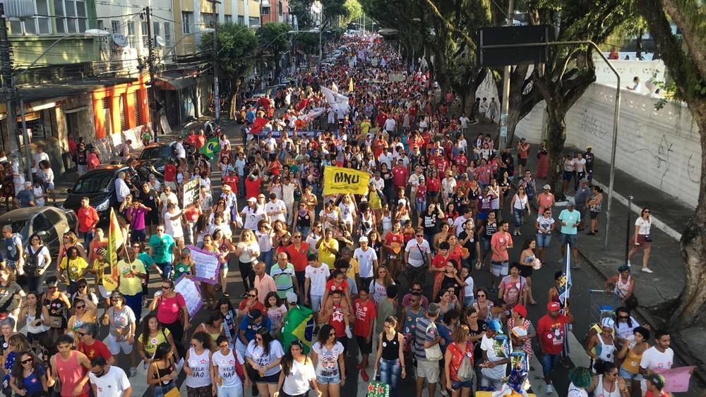 bahia - Protestos contra candidatura de Bolsonaro ocorreram em várias cidades pelo país