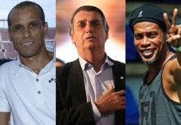 Ronaldinho Gaúcho e Rivaldo podem ser punidos pelo Barcelona por apoio a Bolsonaro