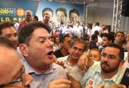 Cid Gomes defende mea culpa do PT, bate boca com militantes e é vaiado – VEJA VÍDEO