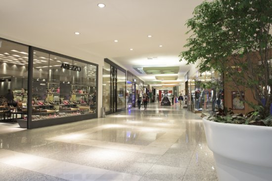 corredor do itajai shopping - Justiça condena shopping a pagar indenização por danos morais a vítima de queda, na PB