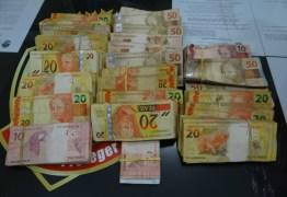 Homem é preso com 'santinhos' e R$ 14 mil no bairro São José