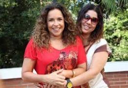 Daniela Mercury celebra 5 anos com a esposa: 'Somos a resistência'
