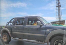 Eleitores de Bolsonaro hostilizam Haddad e cercam carro do candidato em Brasília