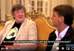 Stephen Fry sobre Bolsonaro: o discurso dele contra negros, mulheres e LGBTQ é aterrorizante: VEJA VÍDEOS
