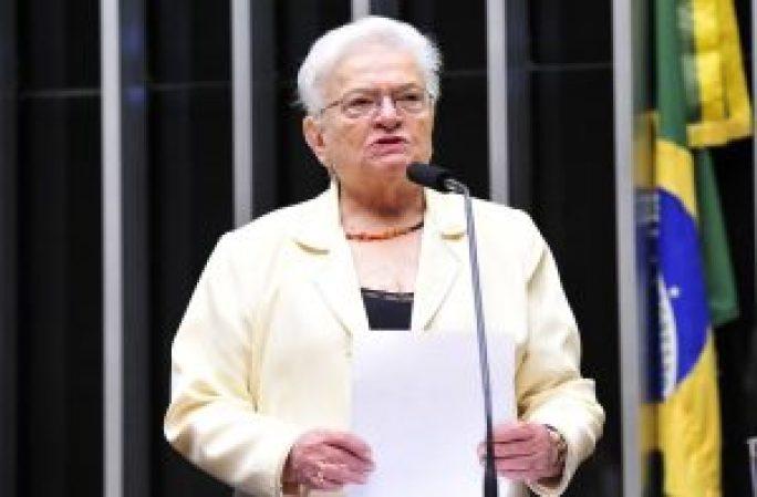 luiza erundina 300x197 - Aos 83 anos, paraibana é reeleita em SP a deputada federal mais velha do Brasil