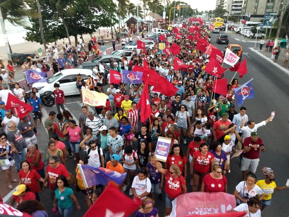 maceio - Protestos contra candidatura de Bolsonaro ocorreram em várias cidades pelo país