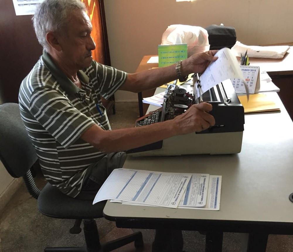 photo 2018 10 08 16 19 29 - Michele Ramalho admite dificuldade na primeira semana à frente da FPF: 'Tudo é na maquina de escrever'
