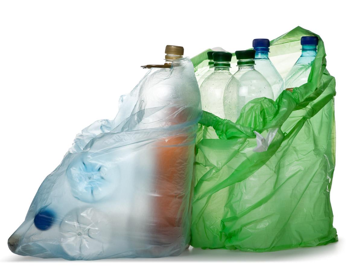 plástico - A cidade onde passageiros trocam lixo plástico pela passagem de ônibus