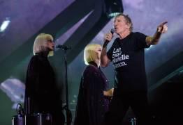 """Roger Waters leva ao palco do Rio família de Marielle Franco, que puxa gritos de """"ele não"""" e """"justiça"""""""
