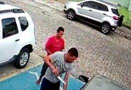 VEJA VÍDEO: Dupla pede ajuda em Jaguaribe e mulher ao socorrer é sequestrada