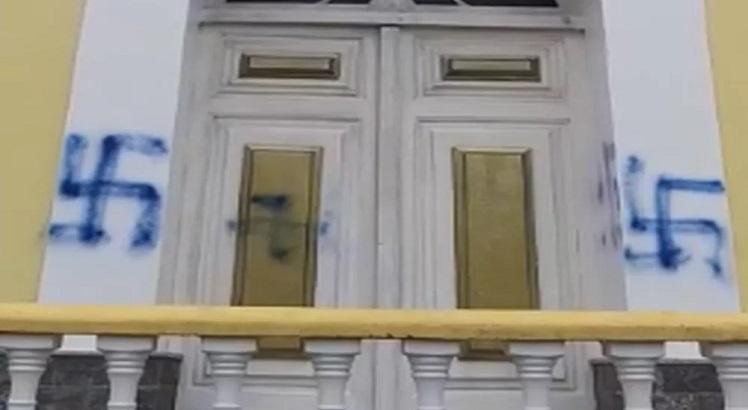suástica rj - POLÍCIA CIVIL: Pichadores de suástica em igreja no RJ são contrários a Jair Bolsonaro