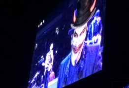 VEJA VÍDEO: U2 chama Bolsonaro de 'Capitão Bossa Nova' e diz que carnaval no Brasil vai virar parada militar