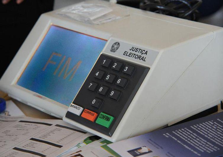 urna eletronica - TSE registra troca de 912 urnas e 17 prisões em todo o país