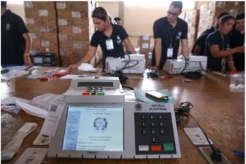 ELEIÇÕES 2020: urnas começam a ser distribuídas nas seções de votação para segundo turno em JP