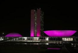 Cidades se iluminam de rosa para lembrar combate ao câncer de mama