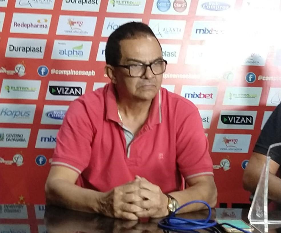 Campinense garante permanência de Francisco Diá após encontro entre dirigentes e treinador