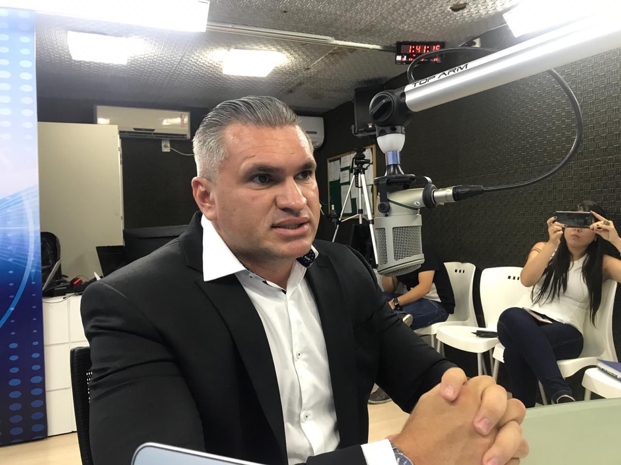 0de9458d 413c 4ce3 8950 d2a4bfd43ee4 - VEJA VÍDEO: Julian Lemos diz que 30% a 40% do Bolsa Família são fraudes