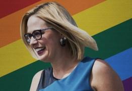 EUA elege primeira senadora bissexual de sua história