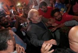 Com movimentação menor que em interrogatórios anteriores, Lula deixa PF pela 1ª vez em 7 meses