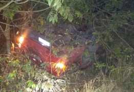 Suspeito de assalto morre em capotamento após roubar carro e ser perseguido pela PRF