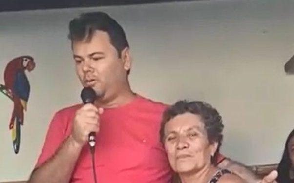 BATISMO DO CACHORRO e1542456444534 - COPIANDO O 'AUTO DA COMPADECIDA': prefeito de Mogeiro participa de 'batizado' de cachorro - VEJA VÍDEO
