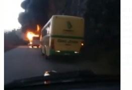Ônibus que saiu de João Pessoa para Areia pega fogo em estrada: VEJA VÍDEO