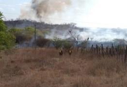 Incêndio de grandes proporções assusta população no sertão paraibano : VEJA VÍDEO