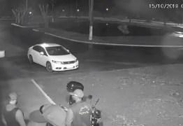 VEJA VÍDEO: Bandidos se passam por policiais, rendem vigilante e assaltam empresa