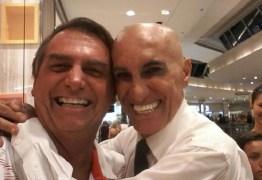 Bolsonaro ri de pergunta sobre homossexuais em seu governo