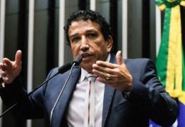 Preterido por Bolsonaro, Magno Malta deixa Brasília dizendo que está 'magoado e machucado'