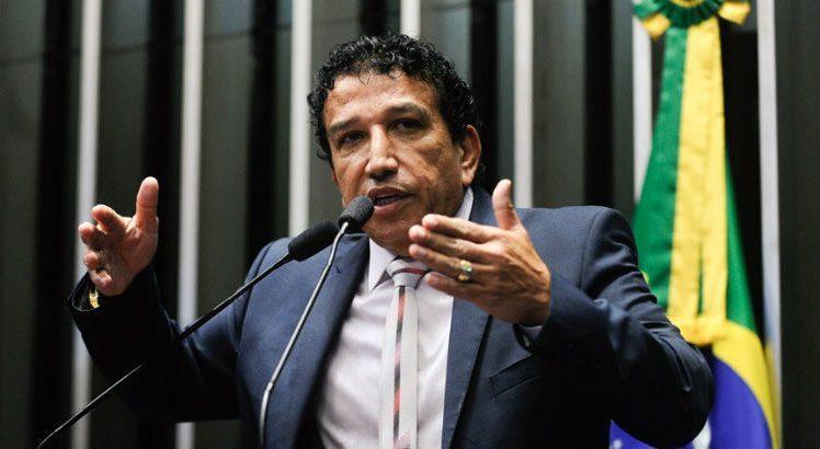 Magno Malta 748x410 - Preterido por Bolsonaro, Magno Malta deixa Brasília dizendo que está 'magoado e machucado'