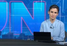 VEJA VÍDEO: Mulher dança na redação durante o encerramento do Jornal Nacional e cena vaza na web