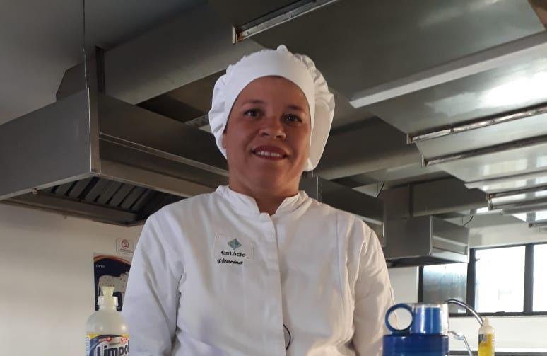 Diarista realiza o sonho da graduação e se forma em Gastronomia
