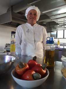 Vitorina dos Santos de 41 anos acaba de se formar em Gastronomia 225x300 - Diarista realiza o sonho da graduação e se forma em Gastronomia