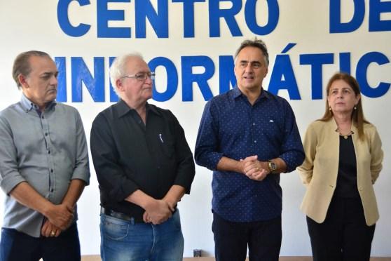 WhatsApp Image 2018 11 12 at 12.25.56 300x200 - Luciano Cartaxo entrega pavimentação e facilita acesso ao Centro de Informática da UFPB em Mangabeira