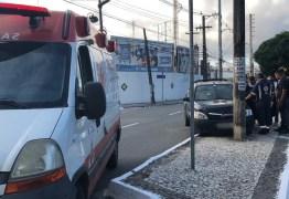 Homem passa mal, perde controle do carro e colide com poste próximo à Epitácio Pessoa